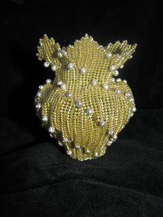 It's a Beadiful Creation: Flashback Friday - Beaded Vase Jewelry Patterns, Beading Patterns, Beading Ideas, Diy Crochet Rug, Bead Bowl, French Beaded Flowers, Beaded Boxes, Vase, Weaving Art