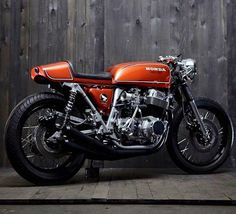 This lovely cafe racer was constructed in Australia. This Honda cafe racer is known as the LeatherHead you can most likely guess why. Cb750 Cafe Racer, Cafe Racer Bikes, Cafe Racer Motorcycle, Motorcycle Quotes, Scrambler, Honda Cb750, Ducati, Cb550, Estilo Cafe Racer