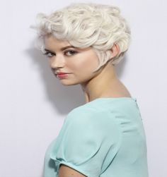 13 Super Short Haircuts For a Totally New You Very Short Haircuts, Bob Hairstyles For Thick, Teen Hairstyles, Hairstyles For Round Faces, Hairstyles 2018, Short Curly Hair Updo, Short Wavy Pixie, Curly Hair Styles, Short Cuts