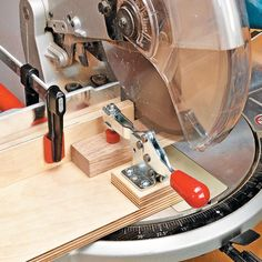 Cut Small Parts Safely - Miter Saw Small Parts Jig. Woodsmith Tips Woodworking Skills, Woodworking Workshop, Woodworking Projects, Woodworking Courses, Rockler Woodworking, Wood Jig, Tool Room, Home Workshop, Miter Saw