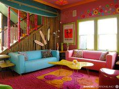 Para quem quer transformar o porão em um cômodo confortável.... a moda do color block está dominando as decorações também. fica a dica ;3