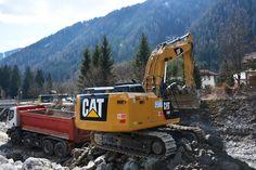 In provincia di Bolzano c'è una densità altissima di escavatori ibridi. Sarà perché la normativa premia in appalto chi inquina meno? Intanto guardate questo 336H Cat di Wipptaler Bau che abbiamo visto a Vipiteno... L'articolo competo su goWEM! a questo link http://www.gowem.it/articoli/articolo.aspx?id_articoli=437