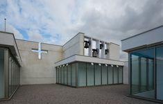 Sacred Architecture, Interior Architecture, San Sebastian Spain, Religious Experience, Famous Architects, Four Corners, Le Corbusier, Romanesque, Concert Hall