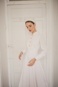 Discover the new Chemise dress! Minimal Wedding Dress, Modest Wedding Gowns, Dream Wedding Dresses, Bridal Dresses, Bridesmaid Dresses, Wedding Dresses Pinterest, Bridal Hijab, Chemise Dress, Bridal Photoshoot