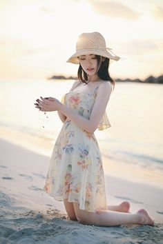 Image uploaded by ʝυѕтℓσvεąɧ❀ℓïƈ. Find images and videos about girl, fashion and beautiful on We Heart It - the app to get lost in what you love. Korean Fashion Dress, Ulzzang Fashion, Korean Outfits, Asian Fashion, Fashion Dresses, Cute Casual Outfits, Pretty Outfits, Casual Dresses, Summer Dresses