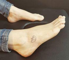 Crown tattoo – tattoos for women small Bff Tattoos, Trendy Tattoos, Finger Tattoos, Cute Tattoos, Body Art Tattoos, Tattoos For Guys, Awesome Tattoos, Rosary Tattoos, Bracelet Tattoos