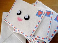 Included will be these plush envelopes that you can really put something inside. Felt Crafts Diy, Fun Crafts, Paper Crafts, Softies, Plushies, Kawaii Felt, Yummy World, Cute Envelopes, Kawaii Crafts