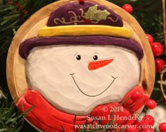 Hand carved Frosty the Snowman holiday tree di WasatchWoodcarver