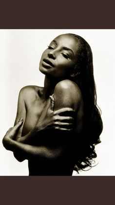 """Sade, London, by Albert Watson. This photograph was on the cover of Sade's album ""Love Deluxe,"" and a print of it is in the permanent collection of the National Portrait Gallery in London. Annie Leibovitz, Sade Adu, Mario Testino, Linda Evangelista, Richard Avedon, Brad Pitt, Britney Spears, Music Wall Art, Actrices Sexy"