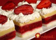 Tento zákusok skutočne milujem - sú v ňom jahody, výborný vanilkový krém a samozrejme aj šľahačka.