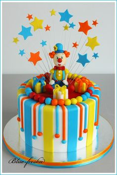 What a fun cake ~ minus the clown of course, lol! Toddler Birthday Cakes, Baby First Birthday Cake, 1st Birthday Cakes, Homemade Birthday Cakes, Birthday Cake Decorating, Cake Decorating Supplies, Clown Cake, Peter Rabbit Cake, Circus Cakes