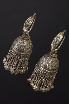 Karanphul Jhumka earrings Northern India First half 1900 Engraved Silver Ethnic Jewels 0902 Silver Jhumkas, Silver Jewellery Indian, Tribal Jewelry, Silver Jewelry, Gold Jewellery, Silver Accessories, Silver Bracelets, 925 Silver, Ancient Jewelry