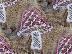 .Herfst. Spelen met een fotoprogramma. Bobbin Lacemaking, Bobbin Lace Patterns, Lace Heart, Lace Jewelry, Needle Lace, Lace Making, Lace Flowers, Lace Detail, Tatting