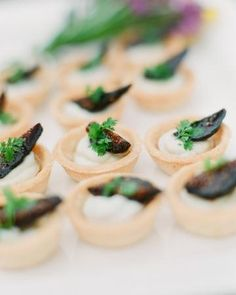 Goat cheese, figs, and honey hors d'oeuvres