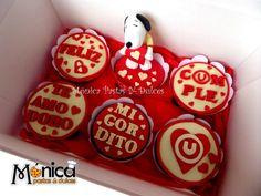 """Cupcakes de la """"U"""" con Snoopy,con detalles unicos en ella, elaborado por MONICA PASTAS Y DULCES"""