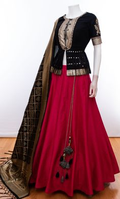 Latest Collection of Lehenga Choli Designs in the gallery. Lehenga Designs from India's Top Online Shopping Sites. Indian Gowns Dresses, Indian Fashion Dresses, Dress Indian Style, Indian Designer Outfits, Indian Outfits, Designer Dresses, Choli Designs, Lehenga Designs, Saree Blouse Designs