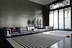 Black and white interiors with Mah Jong modular sofa Mah Jong Matelot Jean Paul Gaultier para Roche Bobois