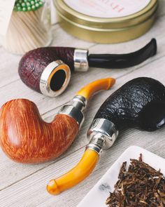 Petersons limited run Nickel Caps are on site now accompanied by Amber Stems House Pipes and Deluxe Systems because something this special is worth doing right. http://smokingpip.es/2IeRVCM