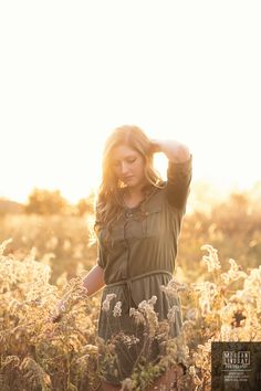 senior portrait in sunlit field wearing dark green shift dress. Casual senior picture outfit inspiration for spring and fall. Photograph by Morgan Lindsay Photography | Nashville Senior Photographer morganlindsayphotography.com