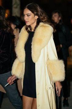 Alexa Chung shot by Stacie Yue Photography at Paris Fashion Week Nyc Fashion, Winter Fashion, Fashion Beauty, Fashion Ideas, Fashion Tips, Belle Epoque, Alexa Chung Style, Looks Dark, Event Dresses