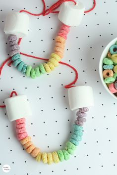 Rainbow Edible Necklace craft to do with the kids on a rainy day. St Patricks Day Crafts For Kids, Rainy Day Crafts, St Patrick's Day Crafts, Crafts To Make, Fun Crafts, Arts And Crafts, Kids Food Crafts, Edible Crafts, Edible Art