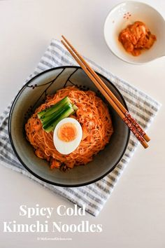 Spicy cold Kimchi noodles recipe - This is a perfect summer time dish. Bring your lost appetite back with these spicy cold Korean noodles! Korean Dishes, Korean Food, Japanese Dishes, Quick Recipes, Asian Recipes, Ethnic Recipes, Vegetarian Recipes, Cooking Recipes, Healthy Recipes