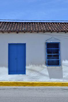 Casa típica en los pueblos de Venezuela.  Isla de Margarita, Venezuela.