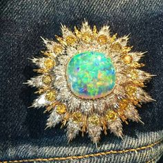 """High jewelry over blue jeans it's only a little of """"rock&roll"""" Buccellati brooch in gold with a powerful opal surrounded by white & yellow diamonds #DeJoyaEnJoya #Buccellati"""