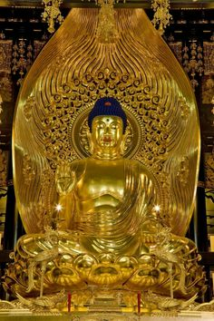Buddha Temple, Buddha Zen, Buddhist Teachings, Buddhist Art, Buddha Sculpture, Buddha Statues, Grand Hall, Mahayana Buddhism, Buddha Decor