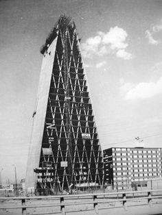 La construcción de la Banco Nacional Hipotecario, Nonoalco-Tlatelolco por Mario Pani