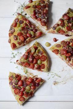 Madame Gateau: Pizza à la moutarde, aux tomates cerises et aux ra...