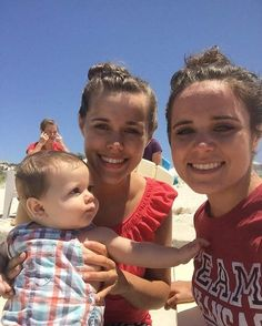 The Duggar's were recently in Florida and they spent some time at the beach! @jessaseewald @ben_seewald @duggarfam