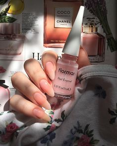 Mükemmel tırnak tasarımları ve flormar yapıcılarına Minimalist Nails, Cute Acrylic Nails, Matte Nails, Acrylic Colors, Hair And Nails, My Nails, Dream Nails, Nagel Gel, Stylish Nails