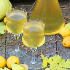 Quince tincture is one of the most popular home-made tinctures that is being prepared in Poland. All you need is a little patience, because the quince is a tincture to wait for. Quince Fruit, Quince Recipes, Chaenomeles, Mojito, Hurricane Glass, Fall Recipes, Liquor, Vodka, Alcoholic Drinks