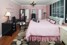 Fica fofa essa combinação de rosa com preto, gostei do estilo da decoração