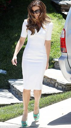 Kate Beckinsale Photos - Actress Kate Beckinsale steps out to catch her limo looking stunning in a white dress with turquoise heels in Los Angeles. - Kate Beckinsale in White Little White Dresses, White Outfits, Classy Outfits, Nice Dresses, Girls Dresses, Burberry Dress, Kate Beckinsale, Work Fashion, Dress Me Up