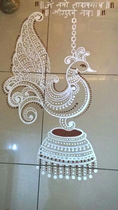 Small Rangoli Design, Rangoli Ideas, Rangoli Designs Diwali, Rangoli Designs Images, Diwali Rangoli, Beautiful Rangoli Designs, Rangoli Borders, Rangoli Patterns, Peacock Rangoli
