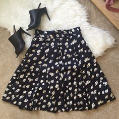 Kate Spade a-like skirt Worn 3-4 times, perfect for office outfits! I grew out of my skirt phase so this skirt hadn't gotten much attention.. But it's so beautiful! And still in like-new condition. kate spade Skirts A-Line or Full