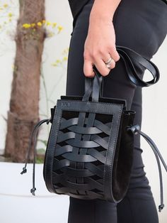leather purses and handbags Black Leather Bags, Leather Purses, Leather Handbags, Soft Leather, Braided Leather, Leather Bags Handmade, Handmade Bags, Leather Craft, Leather Projects