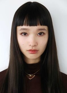 Japanese model Yuka Mannami, known for her long, waist-length hair and cute face Hairstyles With Bangs, Trendy Hairstyles, Straight Hairstyles, Fashion Hairstyles, Pretty People, Beautiful People, Beautiful Chinese Women, Short Bangs, Blunt Bangs