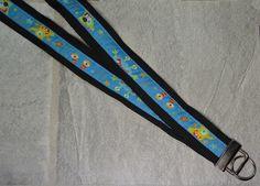 """Schlüsselband """"Monster schwarz-blau""""    Dieses niedliche, stylische Schlüsselband beherbergt viele Monster, die Euer Kind beschützen und cool aussehen lassen.     Dies ist die beste Art und Weise, um den Verlust eines Schlüssels in den """"unendlichen Weiten"""" einer Schultasche vorzubeugen! --- www.handmade-onlineshop.de"""