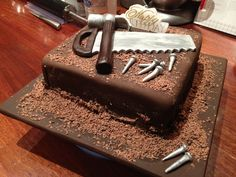 Grooms cake: Chocolate carpentry woodworking mud cake with dark chocolate ganache, chocolate icing, gum paste tools & chocolate wood shavings. Woodworking Cake Ideas, Beautiful Cakes, Amazing Cakes, Fathers Day Cake, Ballerina Cakes, Tool Cake, Retirement Cakes, Mud Cake, Chocolate Icing