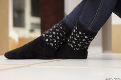 eilen tein: MUIJA Winter Accessories, Knitting Socks, Knit Crochet, Sewing, Boots, Pretty, Cold Feet, Color, Craft Ideas