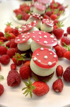 """I see a theme for my next afternoon tea party, """"A Berry Delight"""" Christophe Michalak : Le sous-bois Fancy Desserts, Köstliche Desserts, Delicious Desserts, Dessert Recipes, Yummy Food, Plated Desserts, Classic Desserts, Food Design, Mini Cakes"""