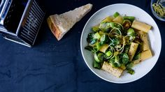 Rigatoni w. brussels sprouts, parmesan, lemon and leek