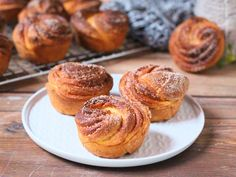 Cruffin - A croissant és a muffin találkozása Croissant, Cake Recipes, Muffins, Cupcakes, Sweets, Breakfast, Food, Sweet Pastries, Morning Coffee