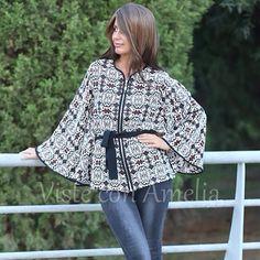 """Siempre buscamos prendas diferentes, para que te sientas única. Nuestra #chaqueta / #capa """"Milano"""" es definitivamente una de ellas. Tallas S, M y L. #modaotoño #modamujer #chaquetamujer #visteconamelia"""