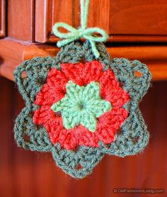 Granny Star - a free crochet pattern for making this simple granny star. Use it for an ornament or with garland!