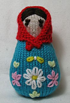 Free pattern found on Ravelry here-  www.ravelry.com/patterns/library/russian-dolls