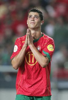 LISBON, PORTUGAL - JULY Cristiano Ronaldo of Portugal praying for a goal during the UEFA Euro Final match between Portugal and Greece at the Luz Stadium on July 2004 in Lisbon, Portugal. (Photo by Ben Radford/Getty Images) Cristiano Ronaldo 7, Cr7 Ronaldo, Ronaldo Real Madrid, Mia Hamm, Abby Wambach, Gareth Bale, Hope Solo, Funchal, Alex Morgan